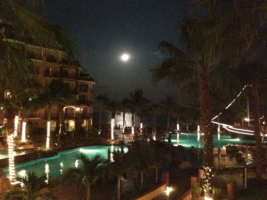 Villa del Arco Beach Resort & Spa Cabo San Lucas : View of resort at night