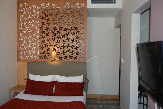 No11 Hotel & Apartments : Comodo letto