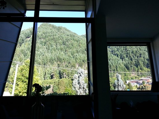Queenstown Park Boutique Hotel: Espectacular view laying in the bed...