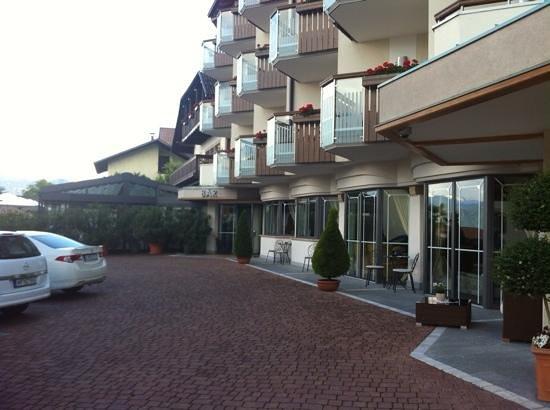 Hotel Das Badl: die Hotelterrasse ist der Parkplatz