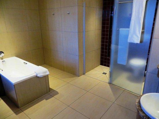 Peermont Metcourt at Rio: Bathroom