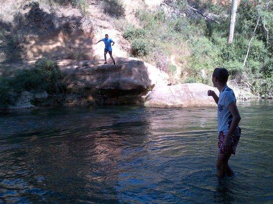 La Souqueto: Jumping off the rocks into the River Cesse