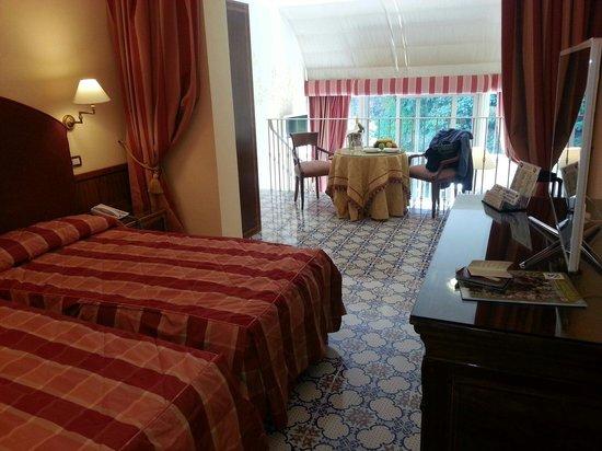 Antiche Mura Hotel: Suite bedroom and mezzanine