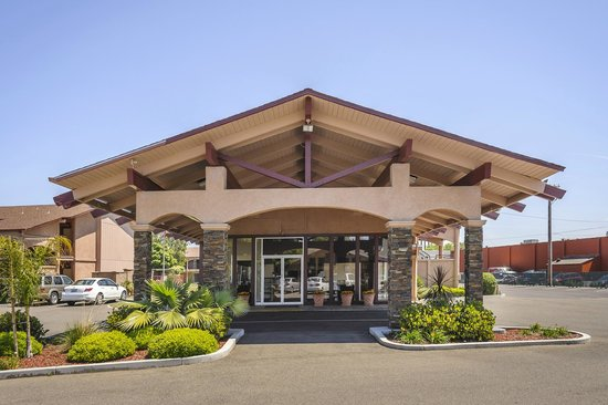 Days Inn Modesto: Main Entrance