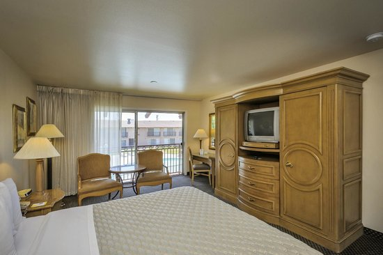 Days Inn Modesto : Standard King Guest Room