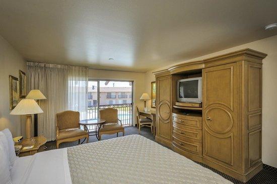 Days Inn by Wyndham Modesto: Standard King Guest Room