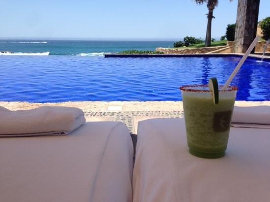 Esperanza - An Auberge Resort: margaritas poolside
