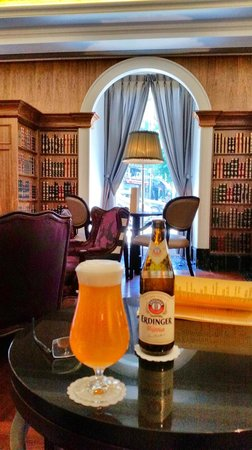 InterContinental Porto - Palacio das Cardosas: Library Lounge for Intercontinental