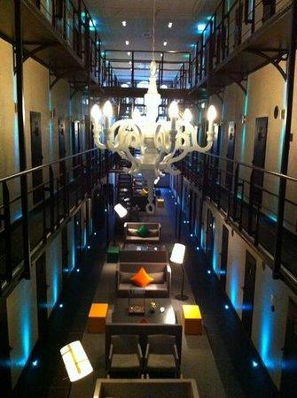 Het Arresthuis: hal van het hotel