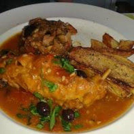 Le Kafe-In: lapin sauce chasseur avec pommes de terre façon paysane et ratatouille