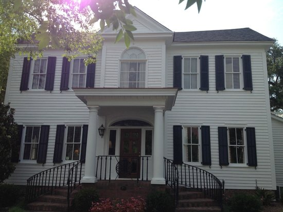 Carriage House Inn: 139 Laurens St, NW Aiken SC