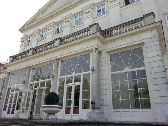 Schloss Wilhelminenberg : фасад