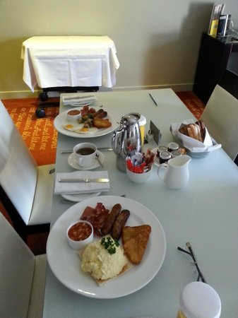 Park Plaza Westminster Bridge London: Breakfast delivered to the room