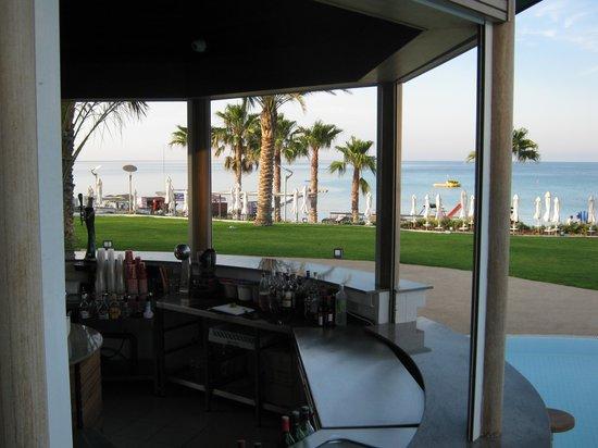 Sunrise Pearl Hotel & Spa: Pool bar