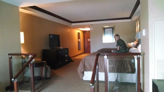 Ameristar Casino Resort Spa St. Charles: huge beautiful room and view