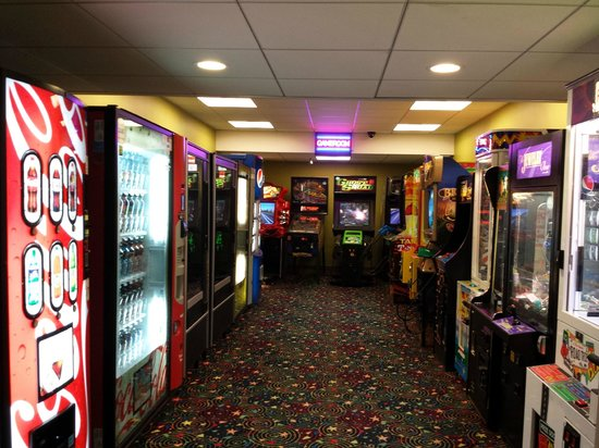 Holiday Inn Ocean City: game room with vending machines as well
