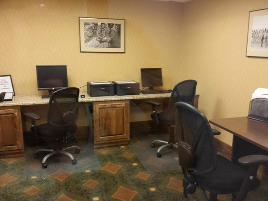 Holiday Inn Ocean City: business center with computers and printers