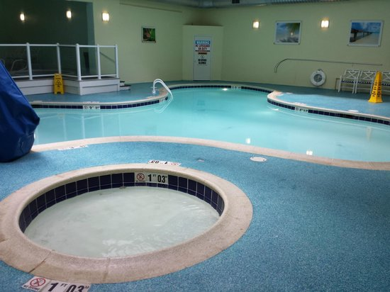 Holiday Inn Ocean City: kiddie and main pool (upper left stairs go to 2 circular hot tubs)