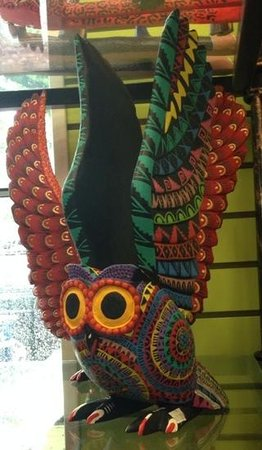 Mexican Market: beautiful detail on this pottery hand painted owl !