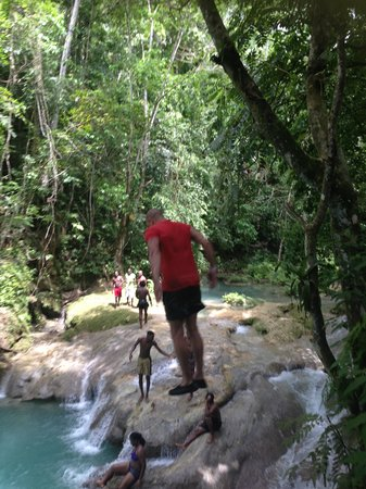 One Love Jamaica Tours: Hubby jummping off the Blue Hole