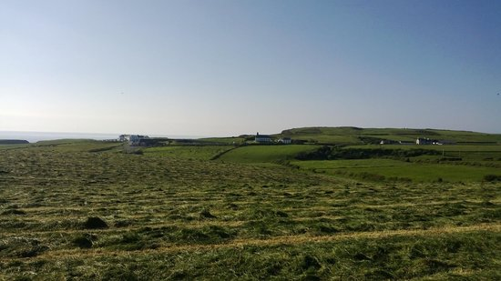 Carnside Guest House: Towards Giant's Causeway
