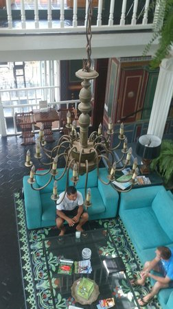 Rivera del Rio Boutique Hotel: Looking down from the balcony into the main salon.