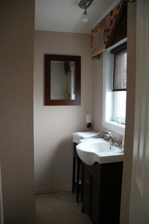 La salle de bain - Picture of La Mer La Montagne B&B, Carleton-sur ...