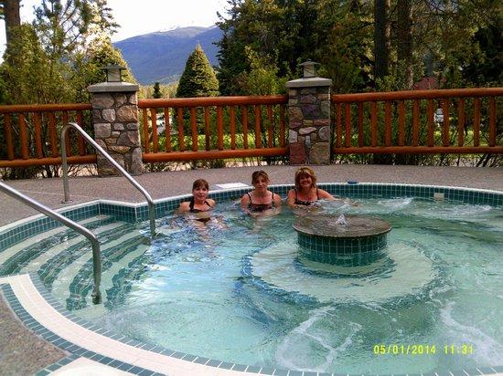 Alpine Village Cabin Resort - Jasper: Hot Pool :)