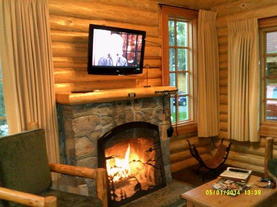 Alpine Village Cabin Resort - Jasper: Living Room