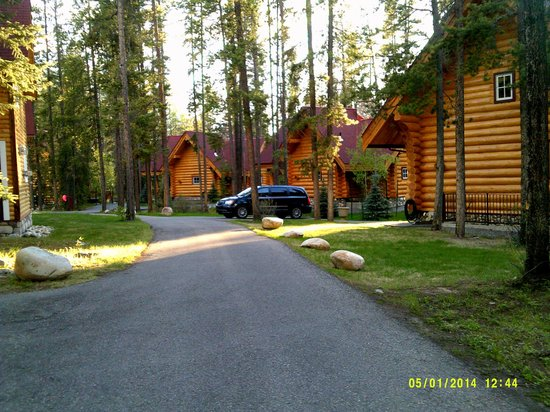 Alpine Village Cabin Resort - Jasper: Beautiful Cabins ( 34, 35, 36, 37 )