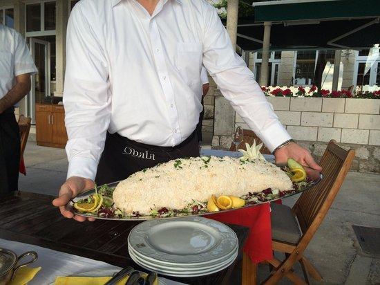 Obala: Sea bass baked in sea salt.. Very nice!