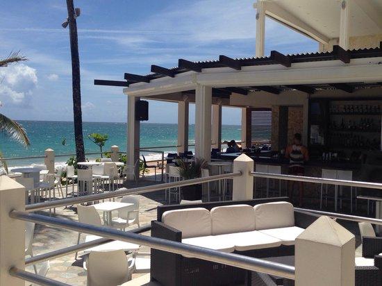 Atlantic Beach Hotel: The bar area