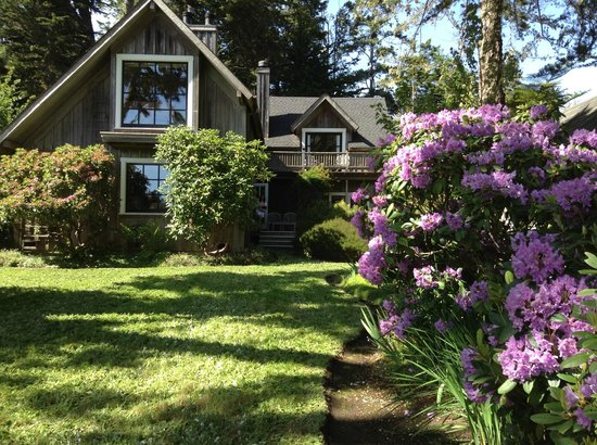Glendeven Inn Mendocino : Bay loft is on the top floor and Pine wood right below