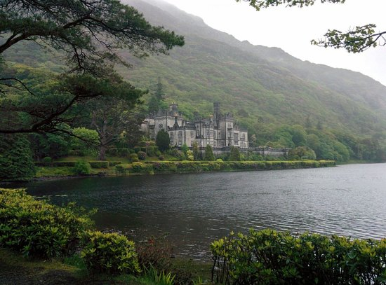 Healy Tours : Kylemore castle Co galway