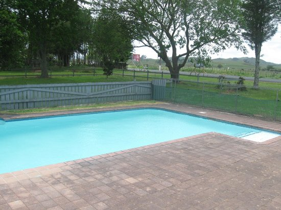 North End Motel: Large Outdoor Pool - Open November to March
