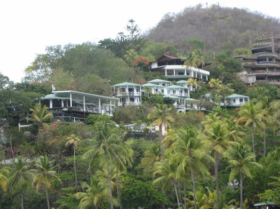 Anse Chastanet : 7E is top room above green roofs