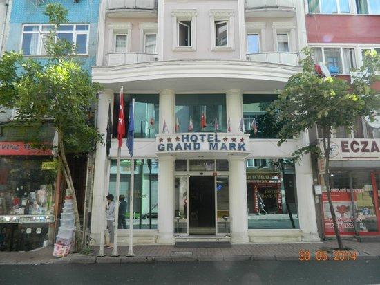 Grand Mark Hotel: Indgangen til hotellet