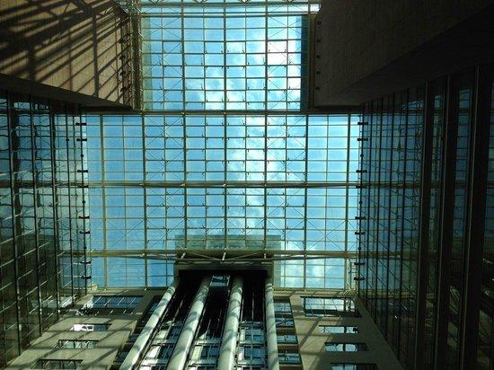 Hilton Frankfurt City Centre: Lobby roof