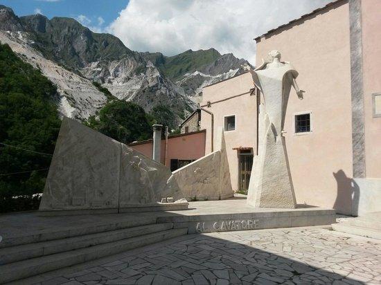 Carrara, إيطاليا: Monumento al cavatore
