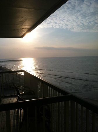 Westgate Myrtle Beach Oceanfront Resort: Sunrise from our balcony