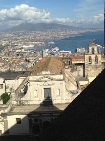 Certosa e Museo di San Martino: la Chiesa della Certosa con il Vesuvio sullo sfondo