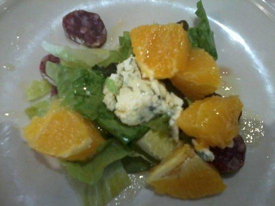 El Cigró d'Or: Amanida de fuet, formatge blau i taronja