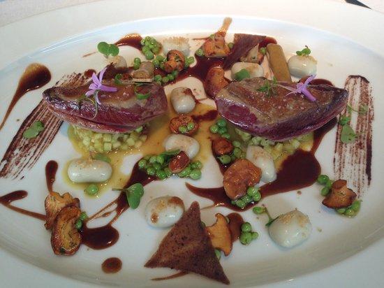 Martin Berasategui : Roasted pigeon, juice mixed, truffle, picklade grönsaker