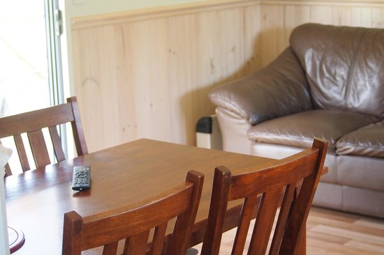Richmond Caravan and Cabin Park : inside one of orr cabins