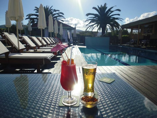 Agrilia Hotel : Drinks by the pool