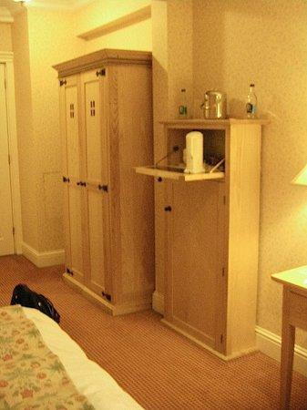 Schoolhouse Hotel: Entryway, Robt. Emmet room