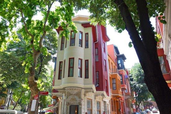 Context Travel - Day Tours: An old Greek neighbourhood in Uskudar