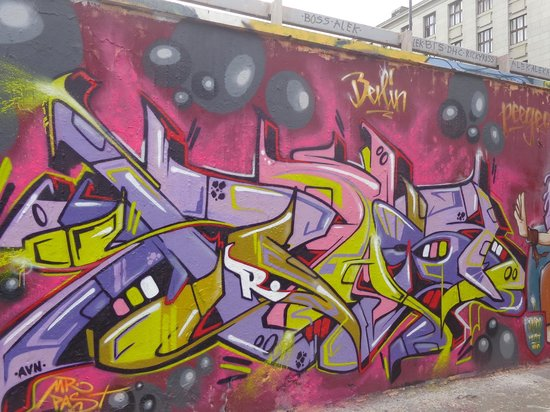 Alternative Prague Tours : Prague Graffiti