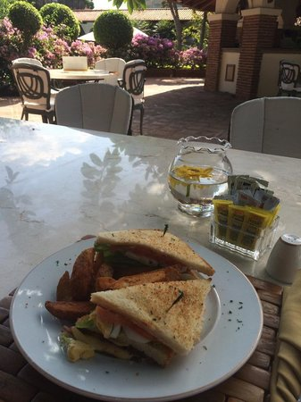 El Embajador, a Royal Hideaway Hotel: buena comida