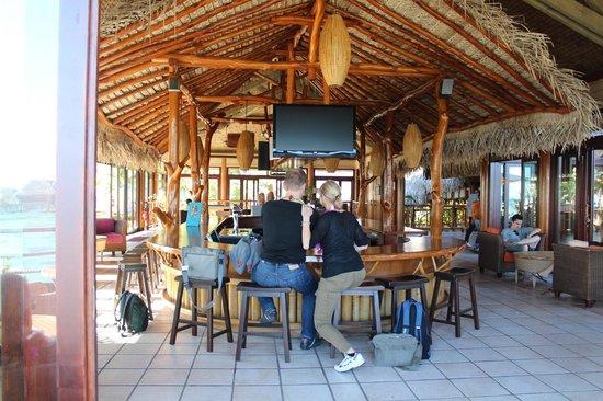 Hilton Moorea Lagoon Resort & Spa : The bar area.